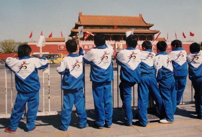Школьники на Тяньаньмэнь в 2001 году. Источник: chinadaily.com