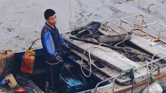 Рабочий рыболовецкой верфи, остров Шэнсы, недалеко от Шанхая (嵊泗岛)