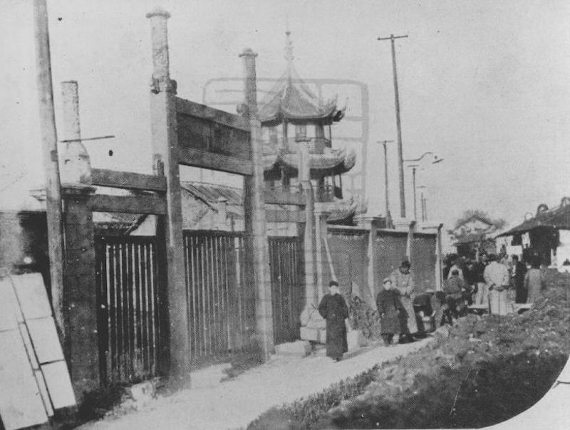 temple-gate-in-1930s-shanghai-library-archives