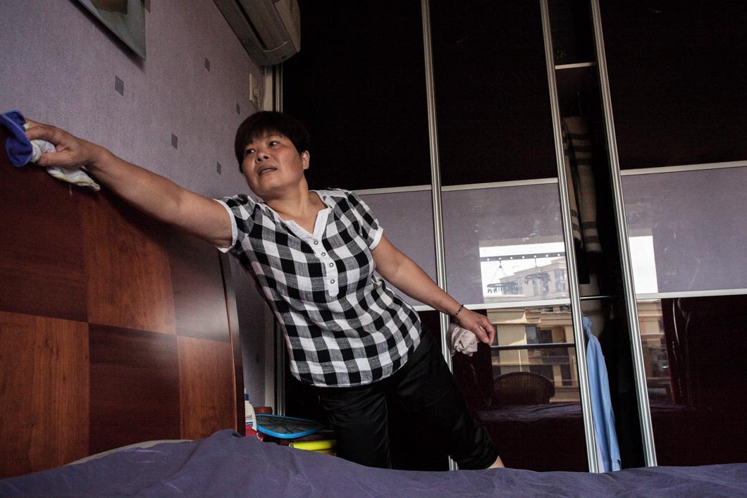 magazeta-professions-in-china-housemaid-1