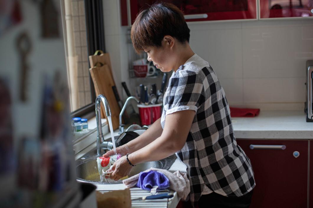 magazeta-professions-in-china-housemaid-10