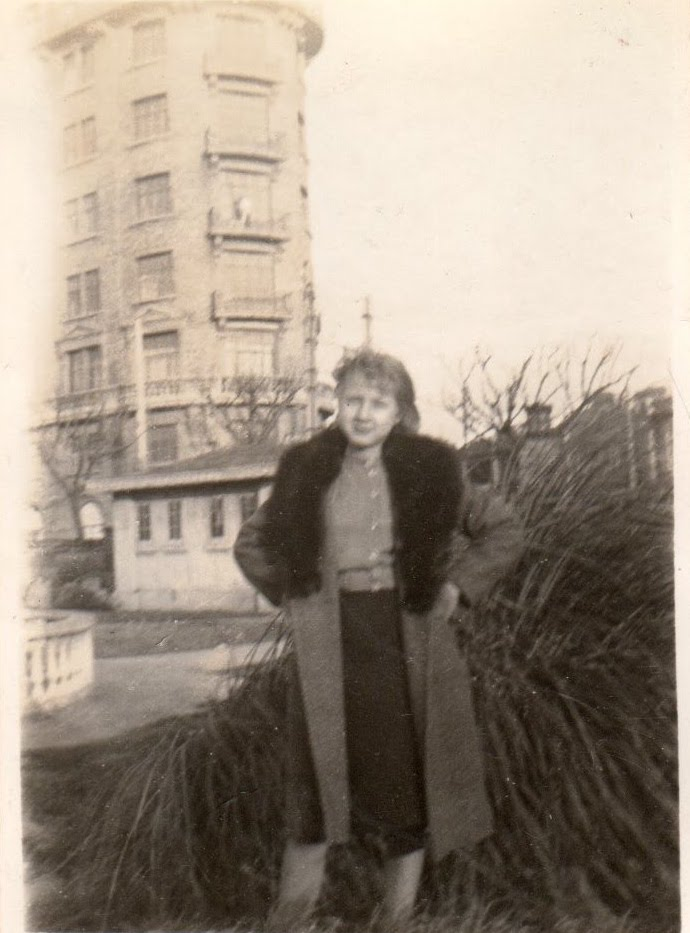 russkaya-devushka-kira-in-1935-near-normandie-archives-of-hennie-warriner-family