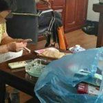 Китайские рабочие нашли 56 000 юаней в потолке