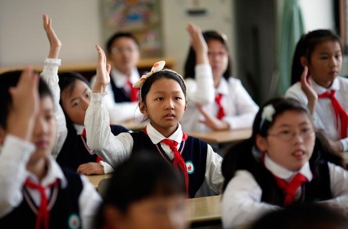 В шанхайских школах появились учебники только для девочек