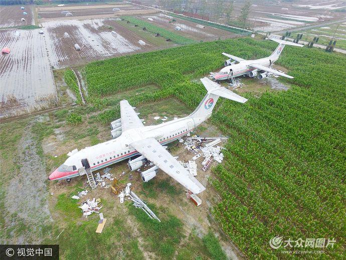 Самолёты на поле