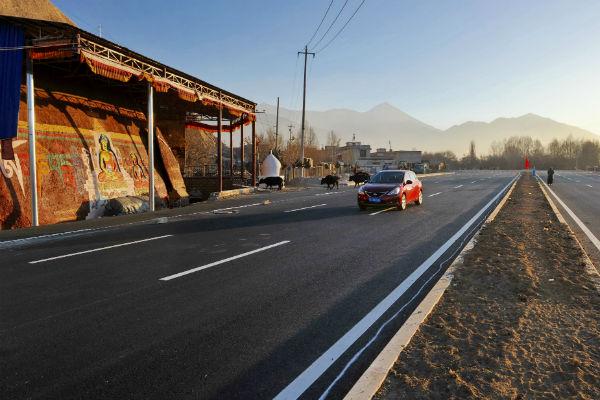 Китай открыл скоростную трассу за 6 млрд долларов