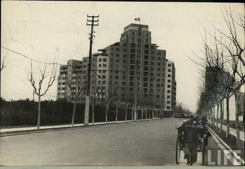 """Пикарди"" и авеню Петэн (Hengshan Road). Источник: LIFE"