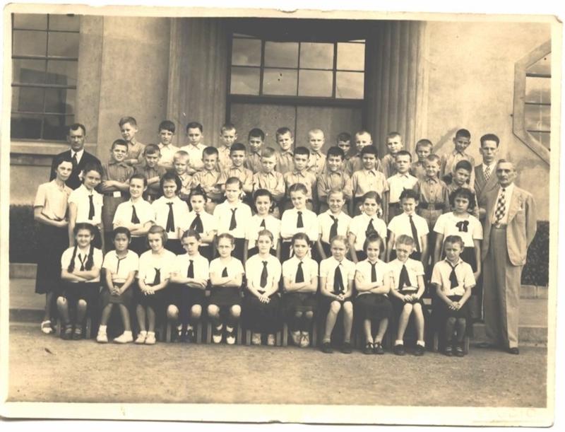 Групповой портрет учащихся в 1943 году. Источник: virtualshanghai.net