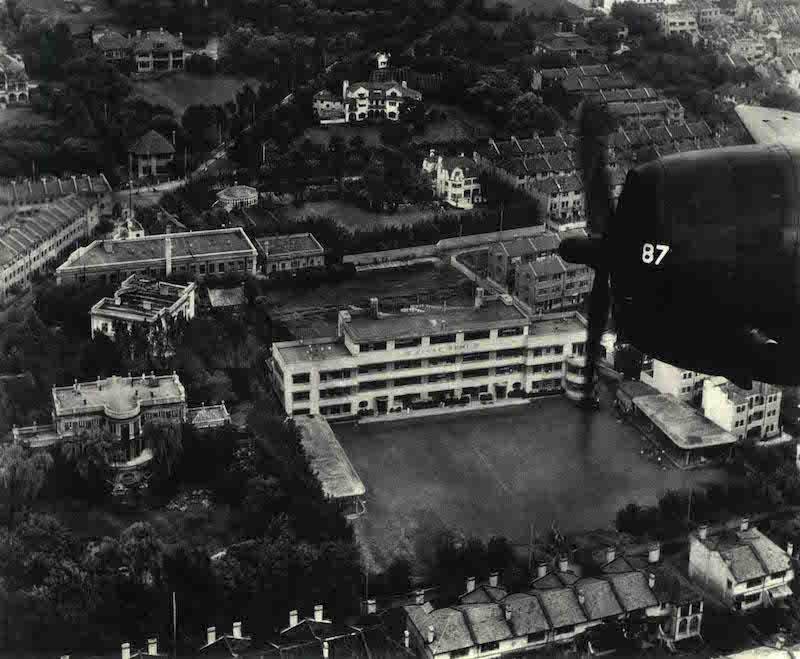 Вид с высоты на здание школы Реми. Источник: China from Air 1945