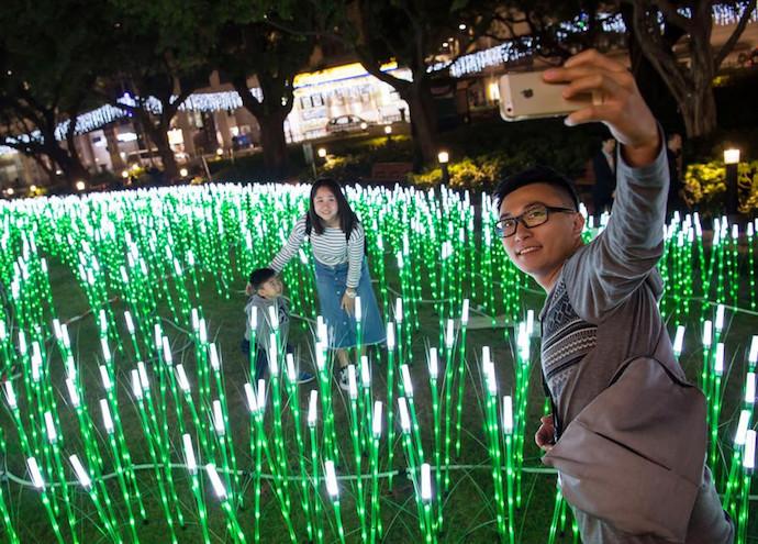 Посетителя Фестиваля света в Макао. Источник: Zhang Jinjia / Xinhua