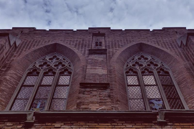 Готические окна церкви. Источник: flickr George Han