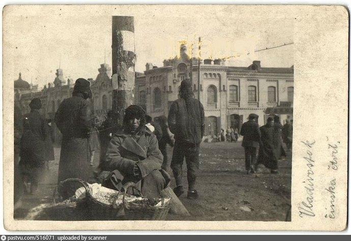 Китайский торговец во Владивостоке в 1918-1920. Источник: ebay.com