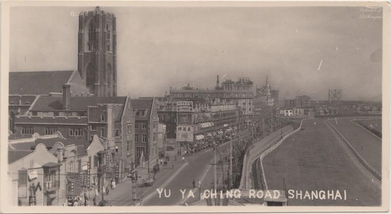 Край ипподрома, улица Tibet Road (бывшая Yuyaching Road) и церковь. Источник: flickr Fin de Siecle