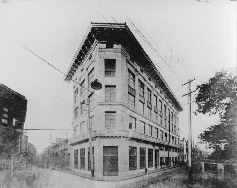Новое здание 1918 года постройки. Источник: minguotupian.com