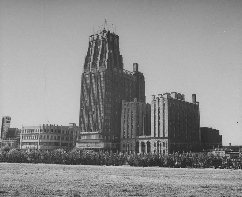 Парк-отель и ХСМЛ в 1945 году. Источник: George Lacks