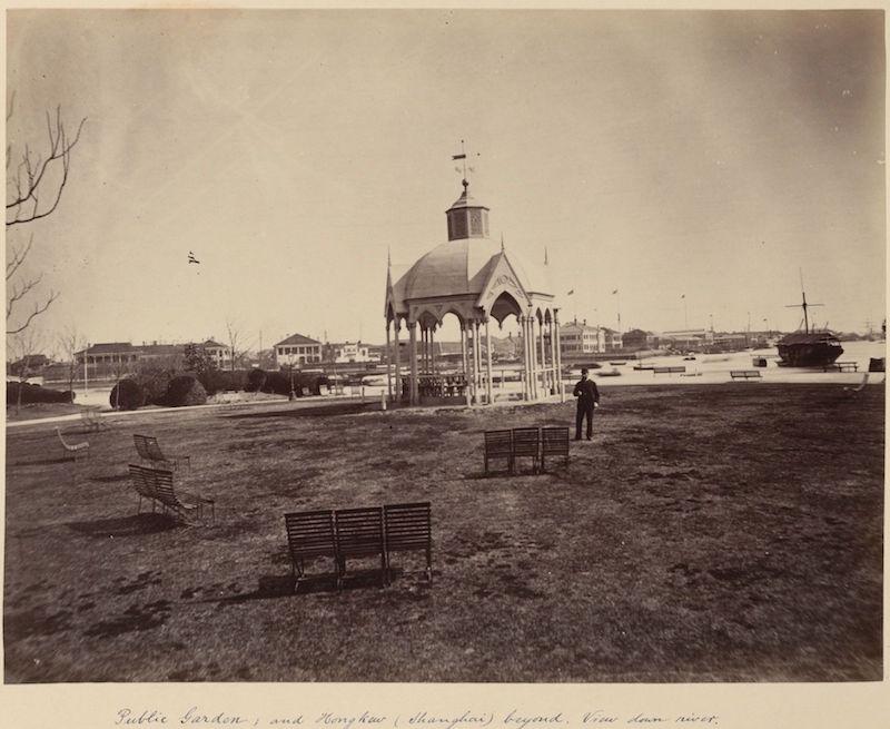 Парк в 1880-е годы, где видно крайняя близость к уровню воды в реке. Источник: Harvard Libraries
