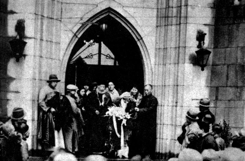 Свадьба в 1935 году в церкви Мура. Источник: minguotupian.com
