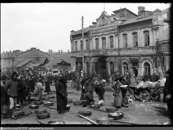 Уличный рынок морепродуктов на Семеновской в 1918-1920. Источник: ostrava.idnes.cz