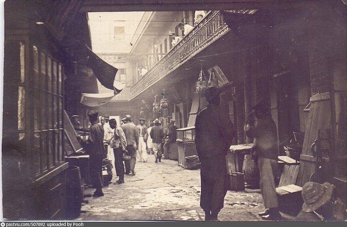 Внутренний вид дома-колодца (Семеновская 3) в 1923 году. Источник: Д. А. Анча, Н. Г. Мизь. Китайская диаспора во Владивостоке