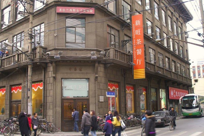 """Здание редакции """"Шэньбао"""" до переделки его в кафе. Источник: flickr"""