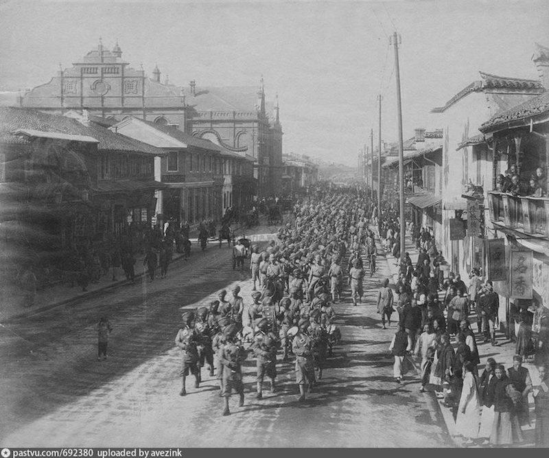 Сикхские войска маршируют по Нанкинской в 1900-1910. Источник: auction.artron.net