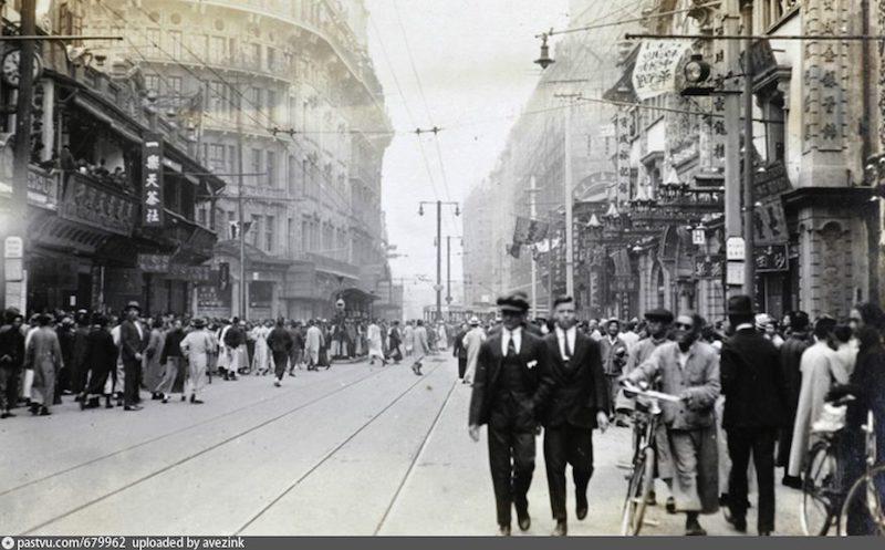 На Нанкинской улице в дни стачек в 1925 году. Источник: flickr.com/photos/china-postcard/11017615344/