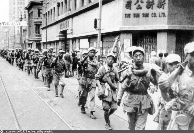 Народная армия на Нанкинской в 1949. Источник: minguotupian.com