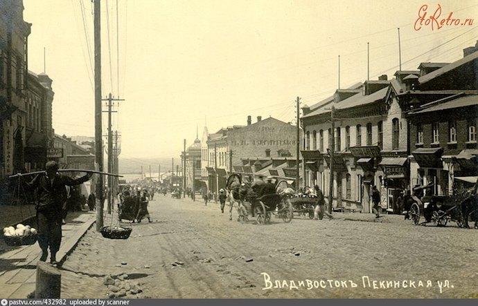 Пекинская улица (нынешняя улица Адмирала Фокина) названа в честь договора (1912-1918). Источник: etoretro.ru