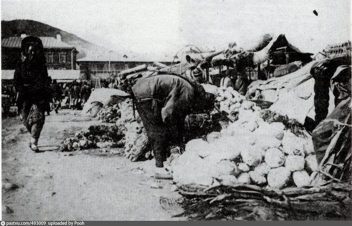 На рынке в 1905 году. Источник: В Корейской слободе: люди, дома