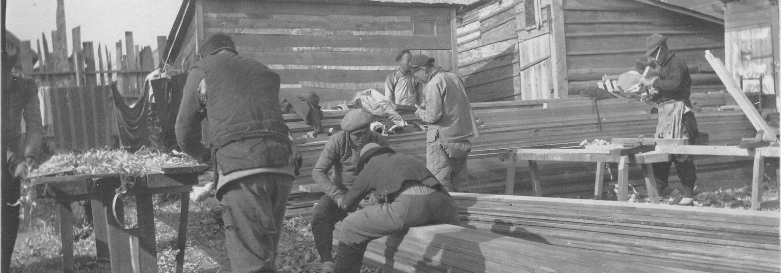 китайские рабочие строят Владивосток