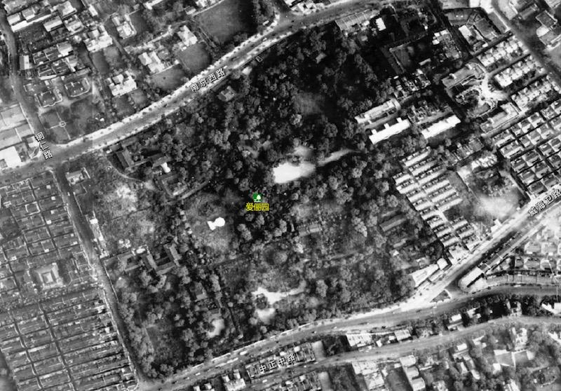 Будущее место постройки дворца, заброшенный сад Хардуна. Аэрофотосъемка 1948 года. Источник: shanghai-map.net