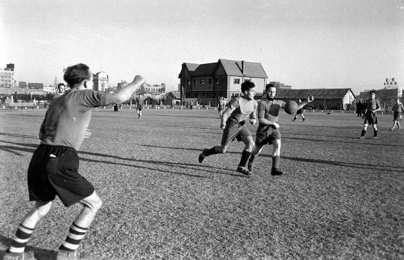 Футбол на рейскорсе в 1948 году. Источник: Carl Mydans, LIFE