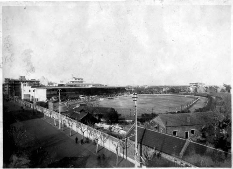 Вид на стадион и здание Канидрома через улицу Shaanxi Road. Источник: virtualshanghai.net