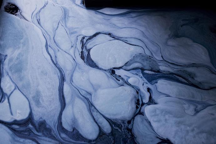 Синие реки - самые видимые последствия джинсового производства в Синьтане. Источник: greenpeace