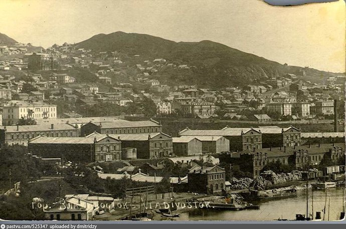 Владивосток в начале 20 века был в одном ряду с Гонконгом, Шанхаем и Сингапуром. Снимок 1918-1919. Источник: ok.ru