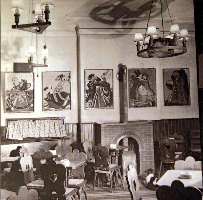 """Интерьер старого кафе """"Белая лошадь"""". Источник: de.shisu.edu.cn"""