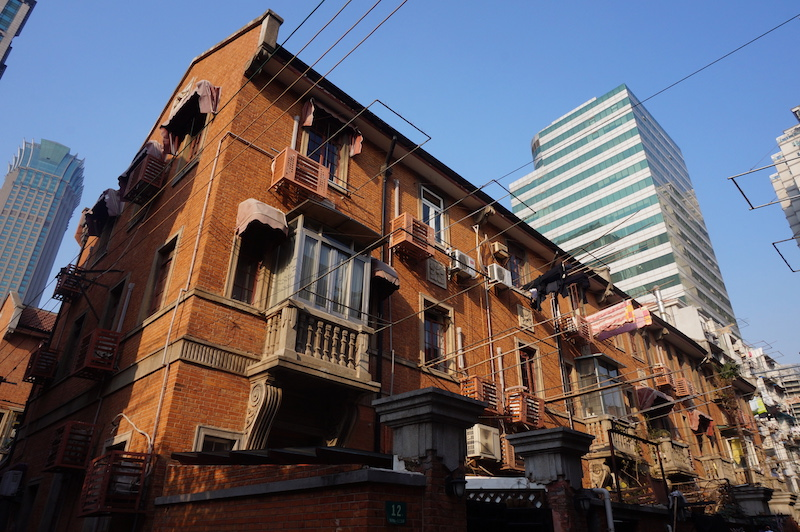 Jing'an Villas в тени небоскребов. Источник: Livelikerw for wikipedia