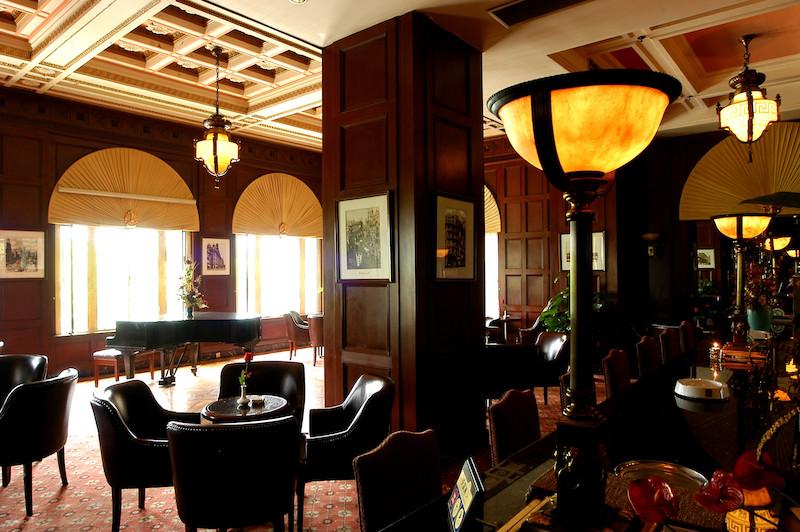 Кафе в фойе в наши дни. Источник: qunar.com