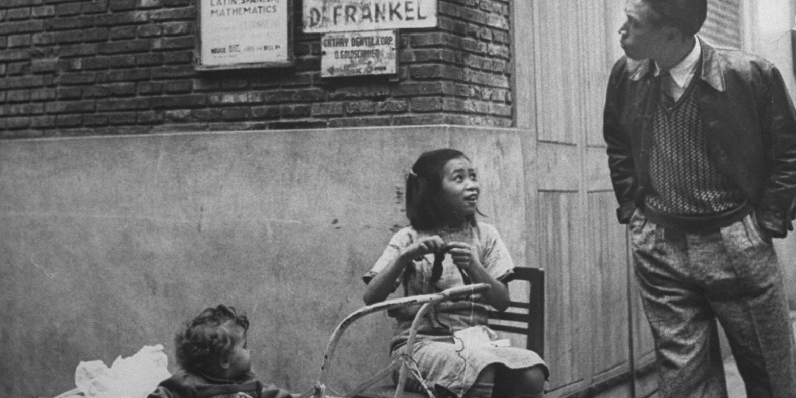 В аллеях шанхайского гетто (с) George Lacks, 1945