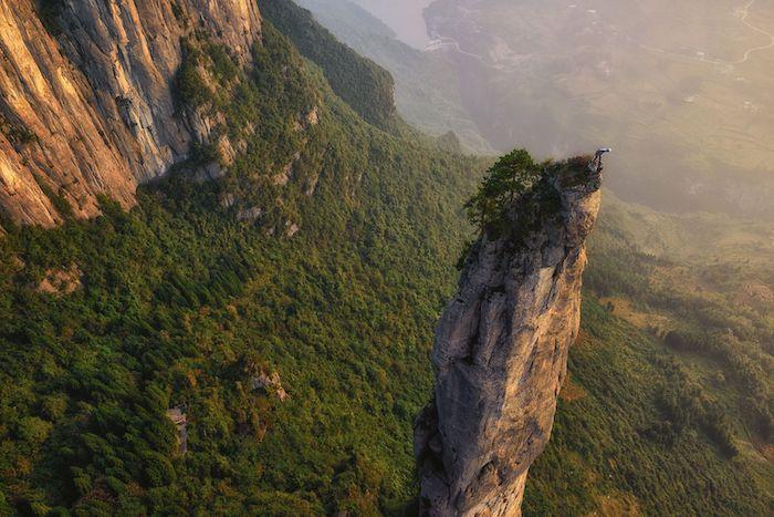 Будьте бдительны. Это место ритуальных самоубийств китайских телефонов. Источник: Keith Ladzinski