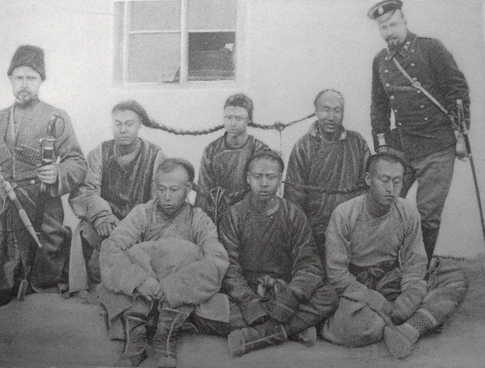 Арестованные хунхузы. Источник: Альбом сооружения Китайской Восточной железной дороги. 1897-1903