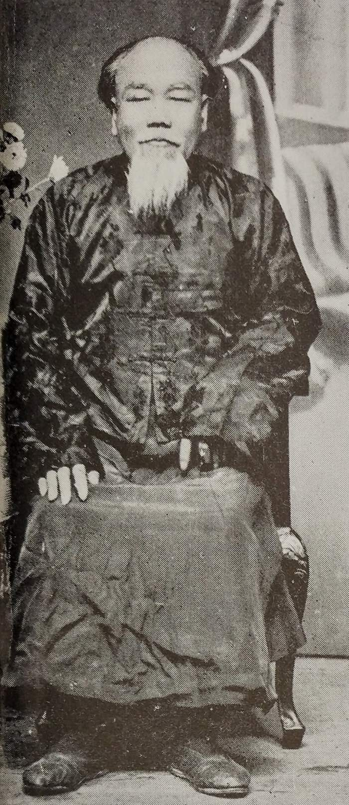 Чучельник музея при Королевском обществе. Источник: China's Natural History-A Guide to RAS Museum (1936)
