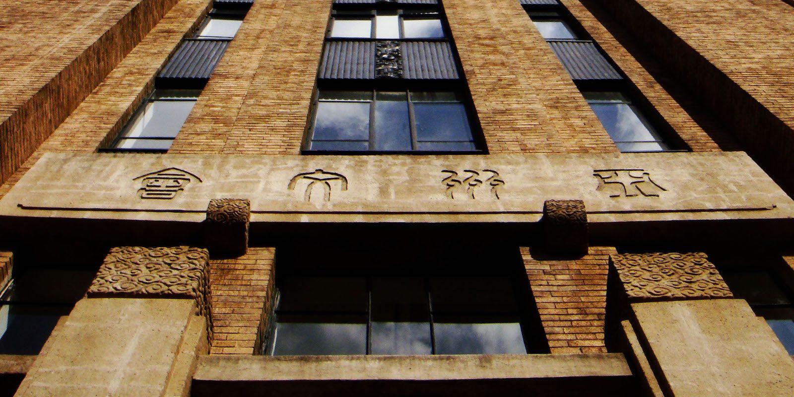 Фасад здания (с) википедия