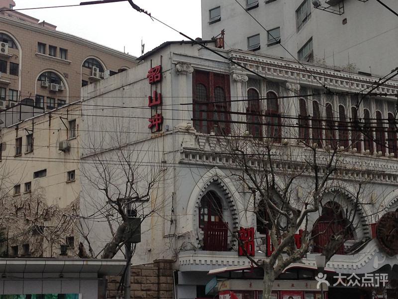 Ресторан в бывшем гараже. Источник: dianping.com