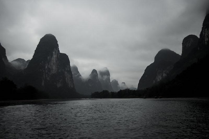 Знаменитый пейзажи можно увидеть на любой 20-юаневой купюре. Фото: