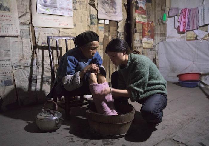 Весь заработок Дэн Сюэчунь идет на содержание ее семьи в деревне. Источник:
