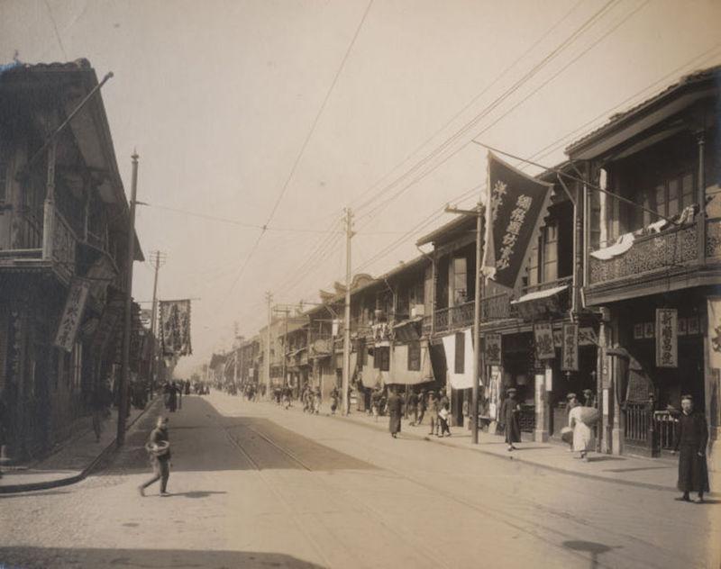 Рю дю Консуля в начале 20-го века, до реновации. Источник: Virtual Shanghai