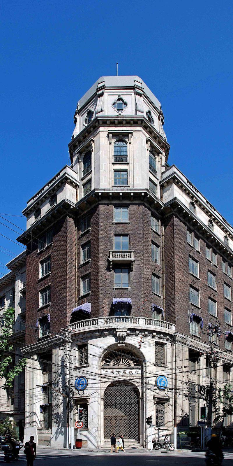 Современный фасад здания до реставрации в 2009 году. Источник: sina.com 汤德伟