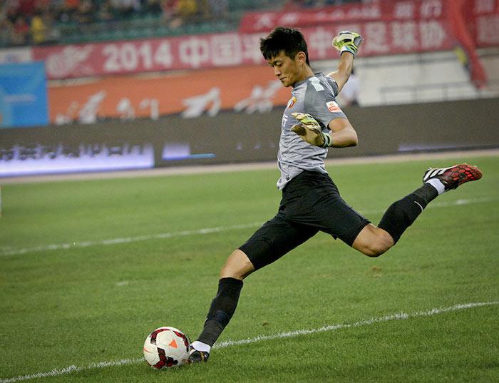 Шэн Пэн - профессиональный вратарь