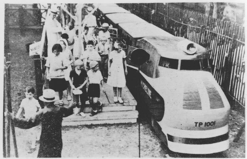 Детская железная дорога во Французском парке. Источник: minguotupian.com